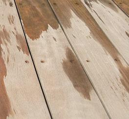 pavimento legno da esterno rovinato